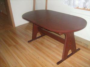 Nový stůl v hale