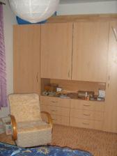 skřín v ložnici
