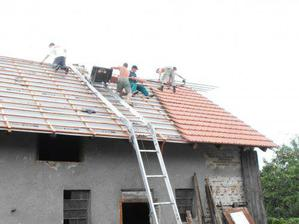 Zatim jen kousek strechy pokryty ale pribiva to!