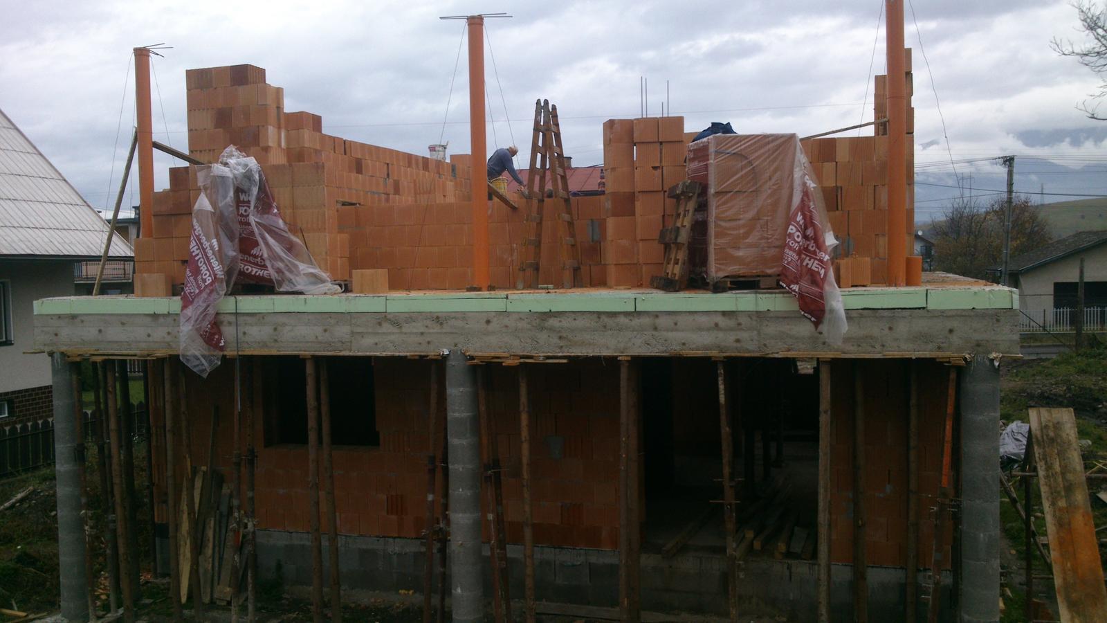Sen, ktorý sa volá náš domček - Ha, všetky zadné stĺpy stoja.
