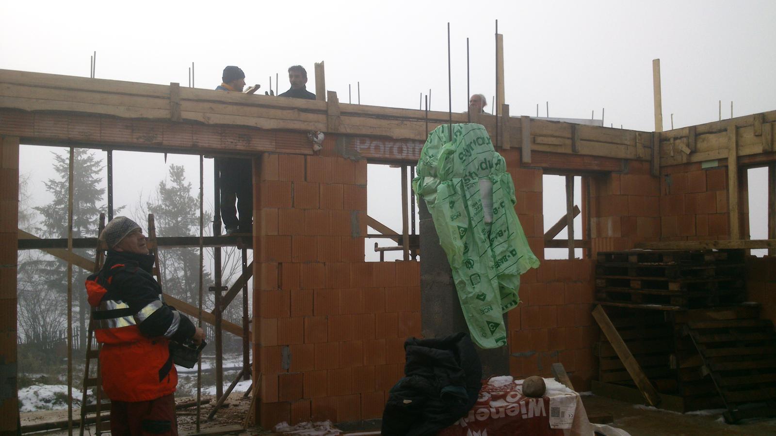 Sen, ktorý sa volá náš domček - Betónovanie venca.