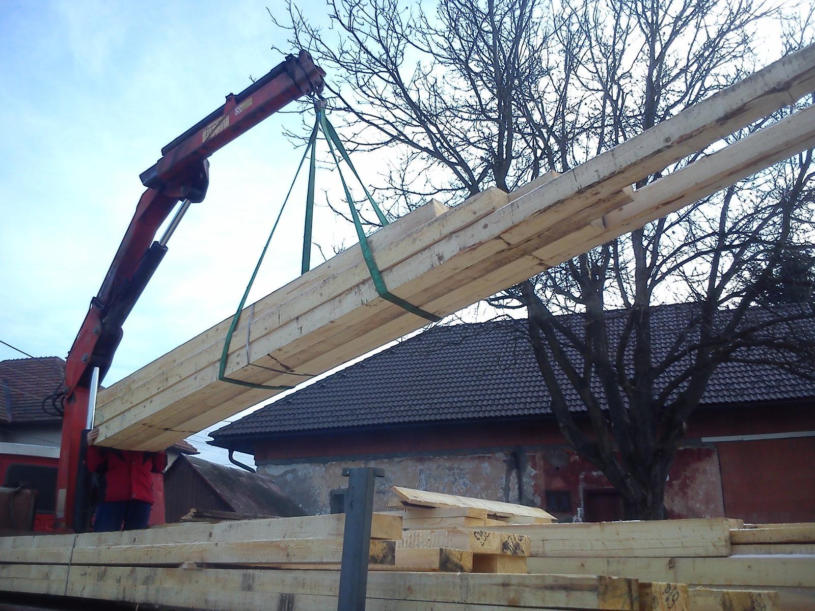 Sen, ktorý sa volá náš domček - Prišlo drevo na krov.