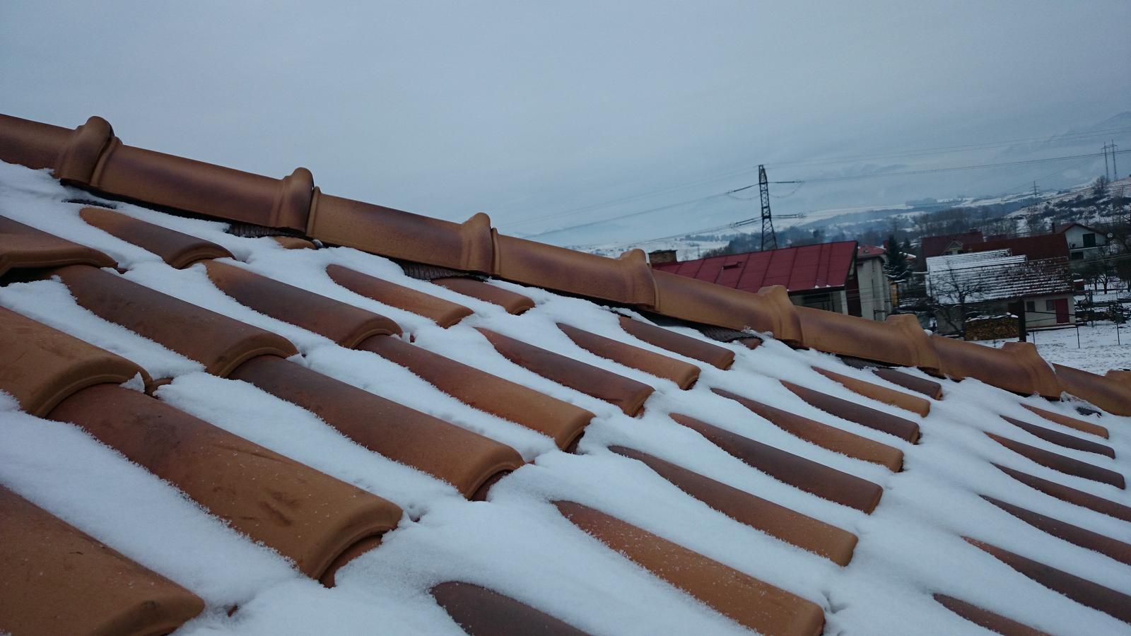 Sen, ktorý sa volá náš domček - Prvý sneh na našej prekrásnej škridle.