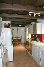 Kuchyně, vzadu jídelna-původní stav