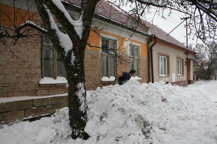 Náš domeček - teď už minulost... - I u nás na jihu umí být zima krutá :)