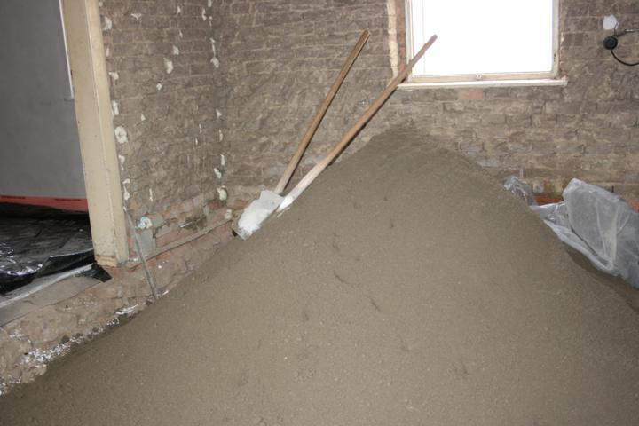 Náš domeček - teď už minulost... - První vrstva betonu (kuchyně)