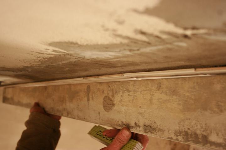 Náš domeček - teď už minulost... - Obkládal dva dny, obložil necelé dva metry a výsledek byl šílený!!!
