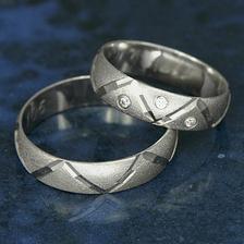 tak to jsou naše snubní prstýnky:_)..na konci alba jsou už v reálu:-)