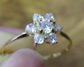 můj zásnubní prstýnek :-)