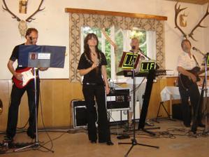 """k tanci a poslechu hrála vynikající skupina L.I.F.Výborně jsem se bavili - jsou to """"šoumeni"""" :-))"""