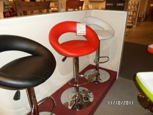 stoličky tie biele vyhrali :) už sú doma