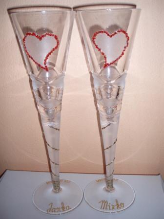 Snívanie - Tieto poháre už máme doma a v skutočnosti sú ešte krajšie - srdiečka sú robené z drobných červených kamienkov