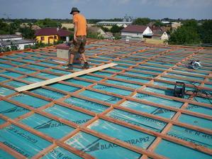 na celu strechu sa dalo 40cm izolacie nabasilu..