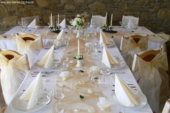 Výzdoba svatebního stolu - tak ta by se mi líbila.