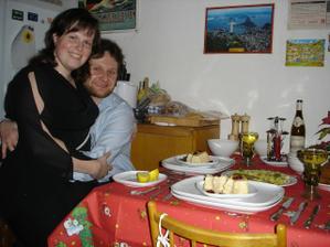 Snoubenci letos o vánocích - těsně před večeří :-)
