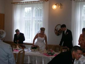 S těmi šaty jsem měla problém vejít se za stůl :o))