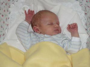 A přesně za rok a deset dní se nám narodilo tohle malé štěstíčko...