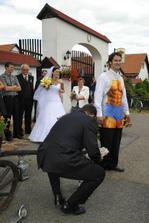 slavnostní oběd pro svou nevěstu musel uvařit ženich :-)
