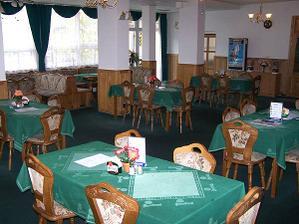 ...stoly budou krásně nazdobené.. :-) Úúúplně to vidim