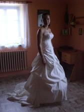 Dlouho slibovan= - tímto se omlouvám za zpoždění :( ... Mé svatební šatičky - objednané z číny ... :)