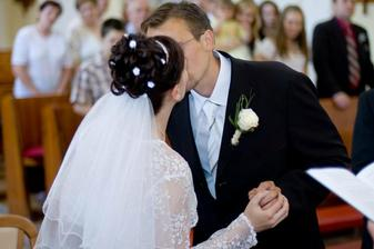 První novomanželská....