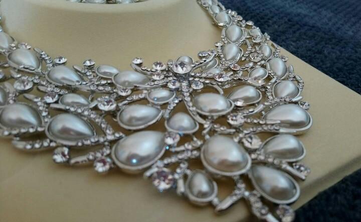 Set náhrdelník a náušnice, bižutéria - Obrázok č. 1