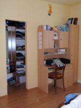 Spálňa 3 (vchod do šatníka a písací stolík)