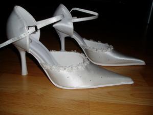 a toto su moje svadobne topanocky,