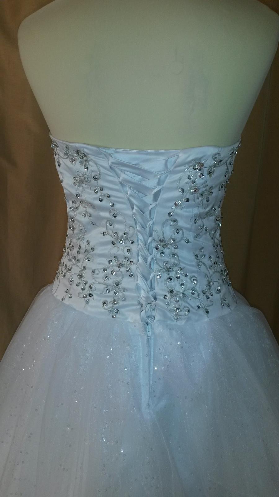 Svadobné šaty s kamienkami a flitrami - Obrázok č. 3