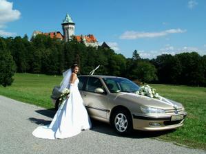 a takto s rozopnutou...pri našom svadobnom autícku