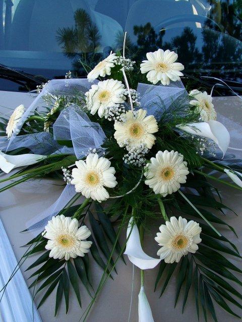 Naša príprava, nápady, inšpirácie.... - a toto je naša kyticka na svadobnom aute...