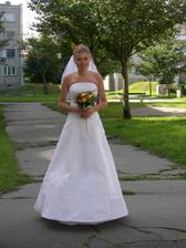 panelákové zátiší a jedna nevěsta
