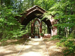 konečně mám fotku celé Lesní kaple :-)