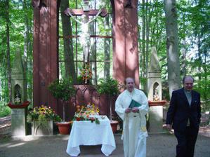 výzdoba i s naším oddávajícím knězem