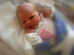 Ahoj, jsem Liduska. Narodila jsem se 21.6.2008, merila jsem 53 cm a vazila jsem 3.900 g.