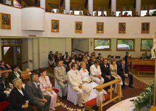 pohľad na svadobčanov