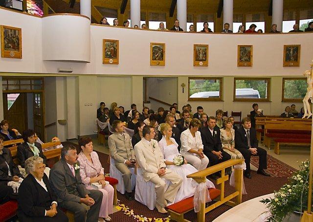 Lenka Straková{{_AND_}}Rudko Krajči - pohľad na svadobčanov