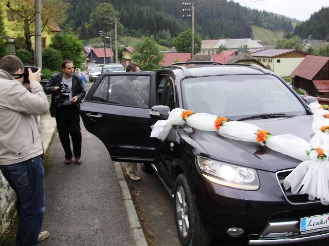 Lenka Straková{{_AND_}}Rudko Krajči - príchod do kostola