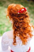 Bielo červený hrebienok do vlasov,