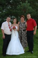 nevěsta s rodinou