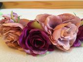 Kvetová čelenka ružovo-fialovej farby,