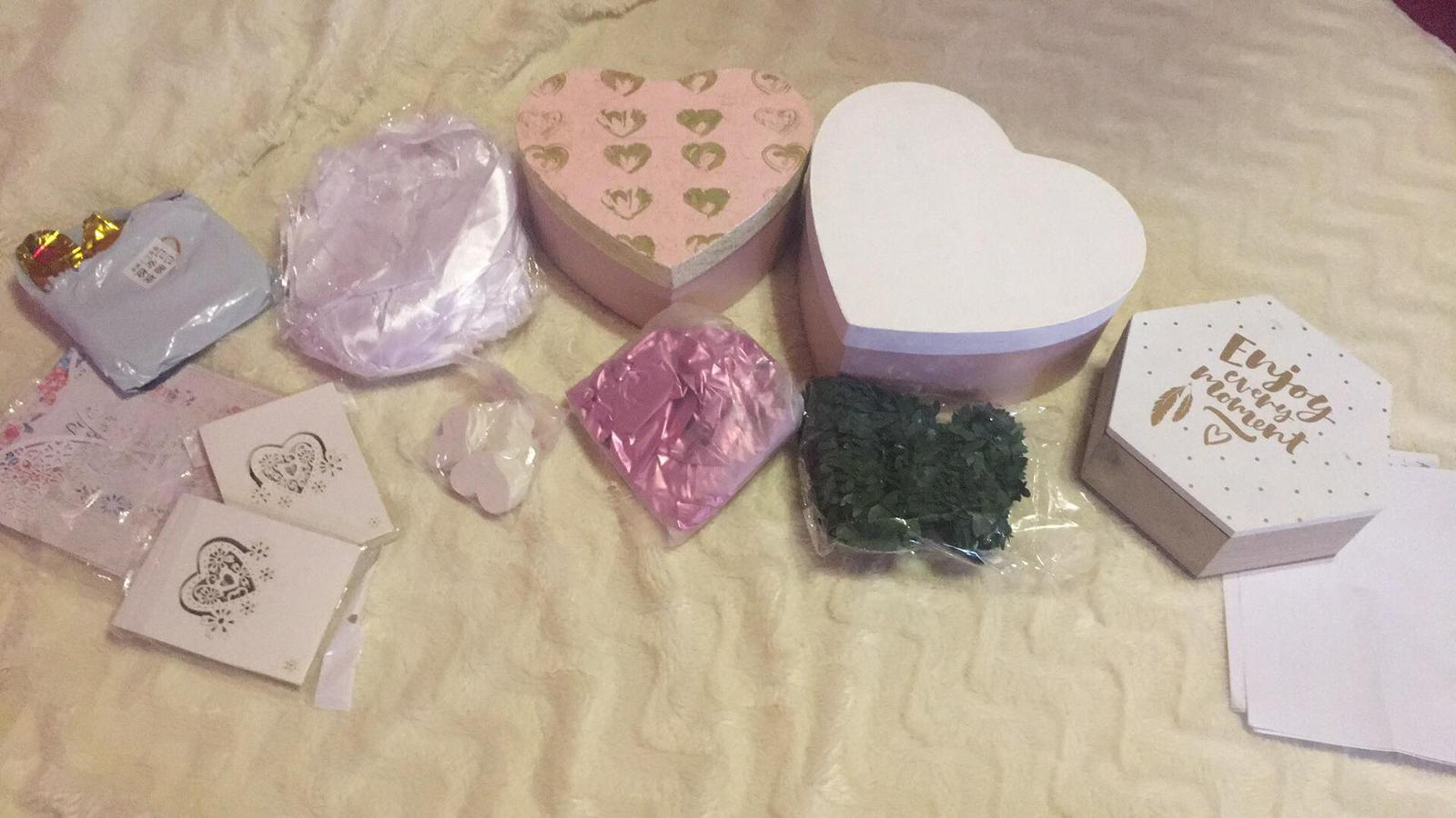 Bride to be :) - Krabičky sú moja srdcovka ♥ menovky  a veľa mašlí z aliexpresu :)