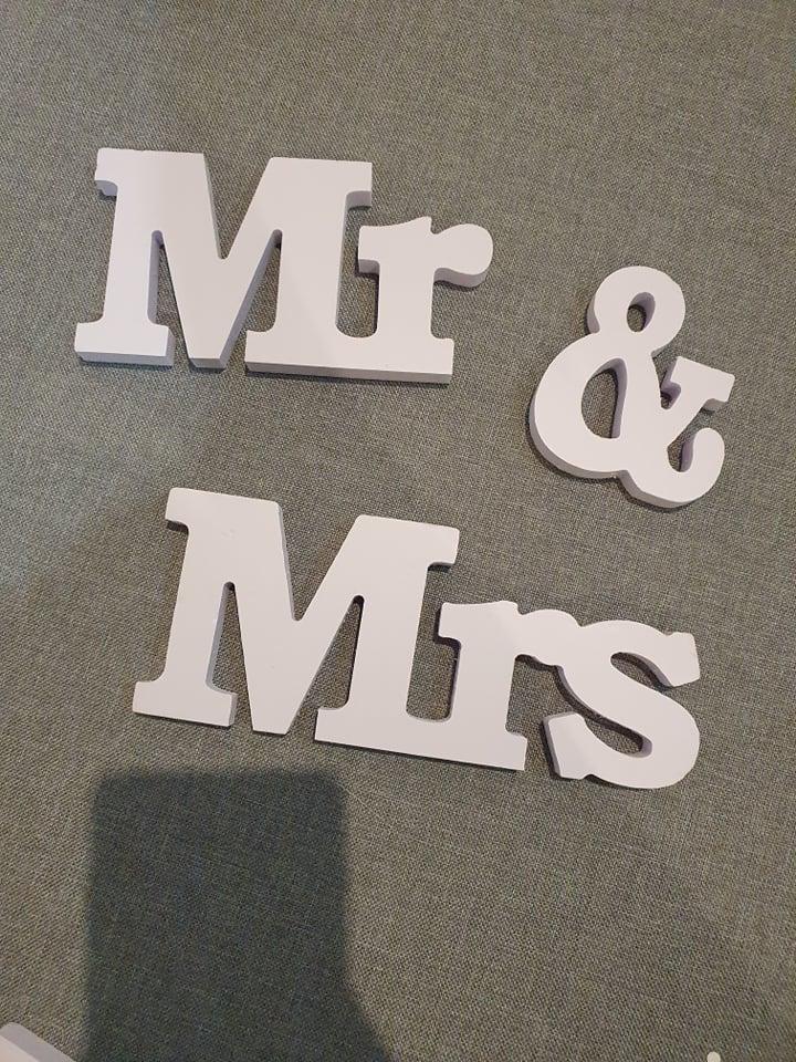 Biely nápis Mr & Mrs - Obrázok č. 2