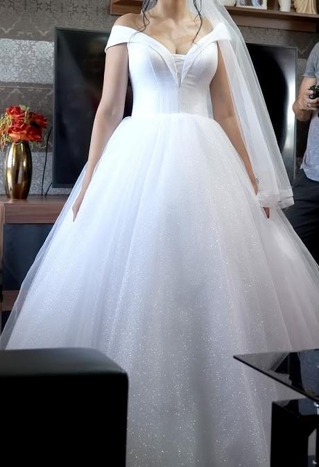 Trblietavé svadobné šaty - Obrázok č. 3