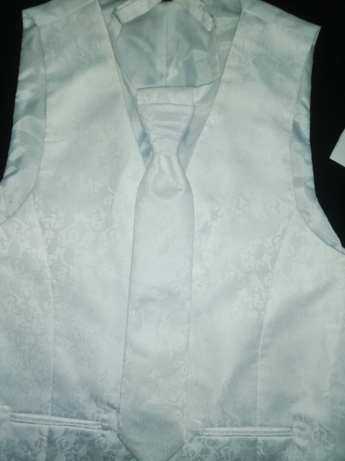 Svadobná vesta s kravatou pre ženícha - Obrázok č. 1