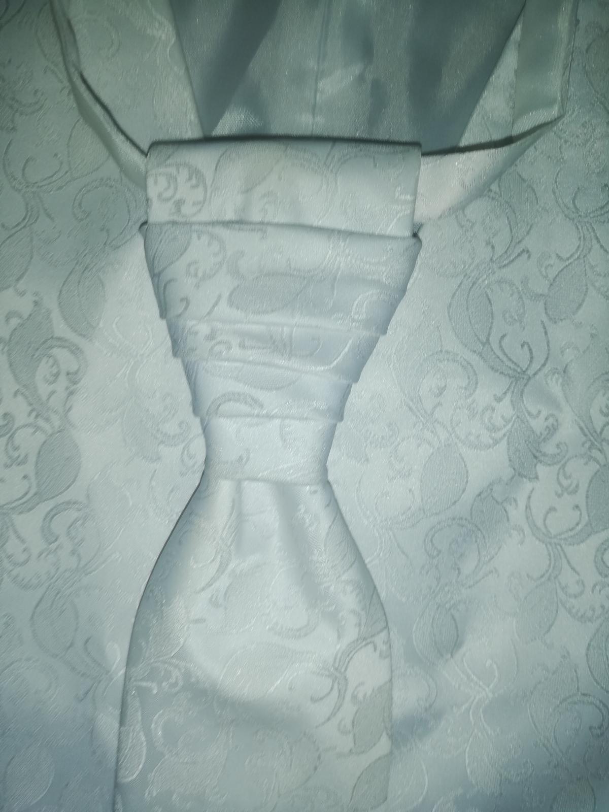 Svadobná vesta s kravatou pre ženícha - Obrázok č. 3