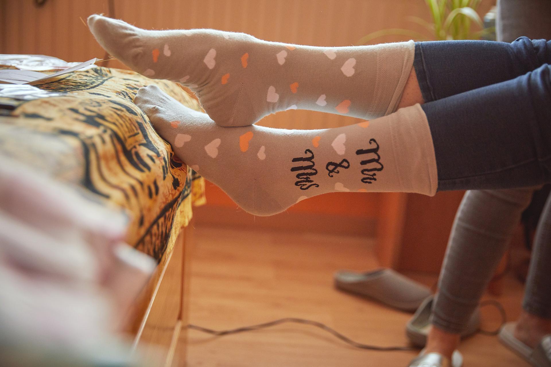 Svatba 6.6.2020 - Svatební ponožky: Dedoles  Nervozitu nezahnaly, ale alespoň mi nebyla zima.