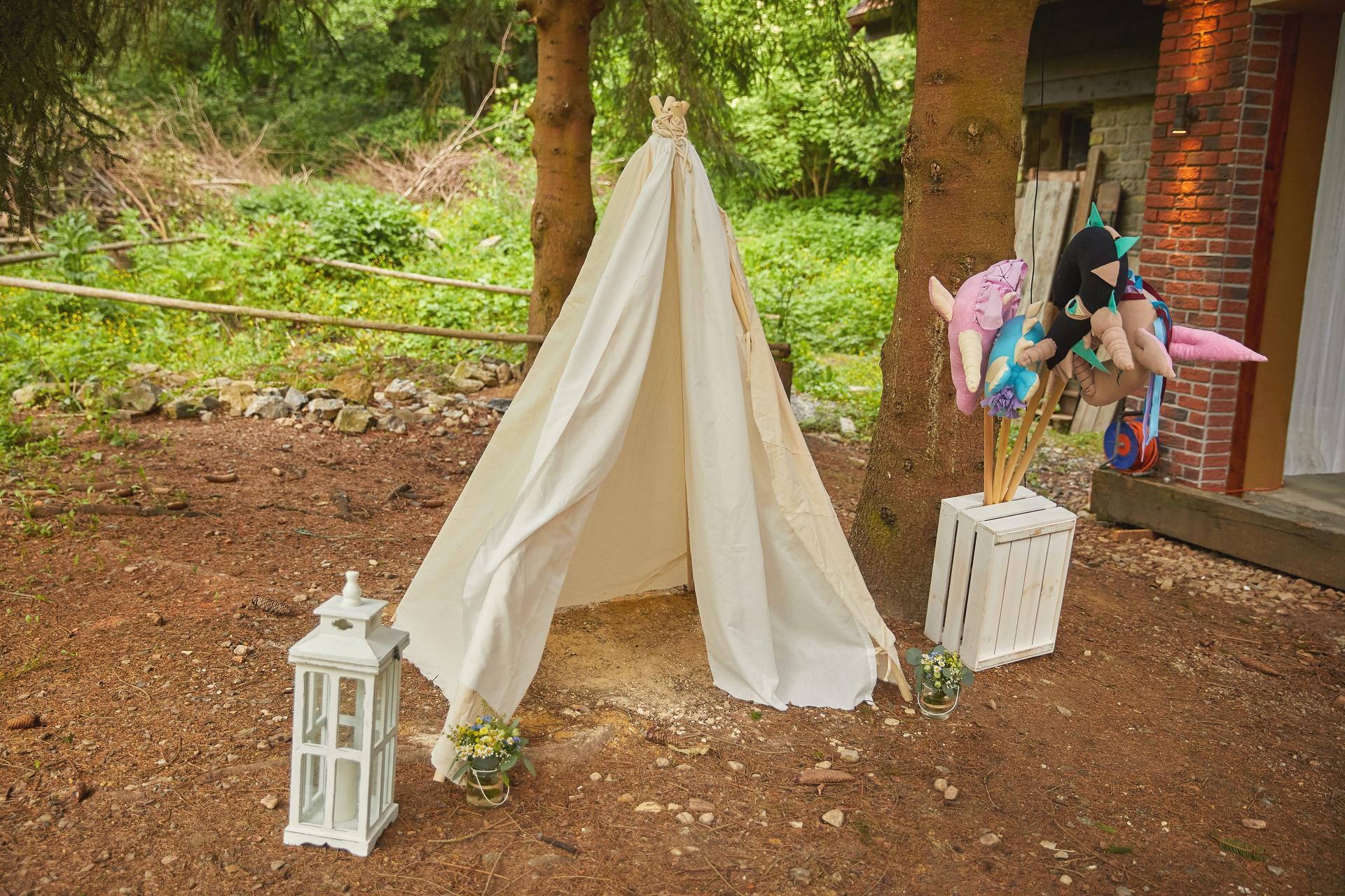 Svatba 6.6.2020 - Dětský koutek v lesíku.