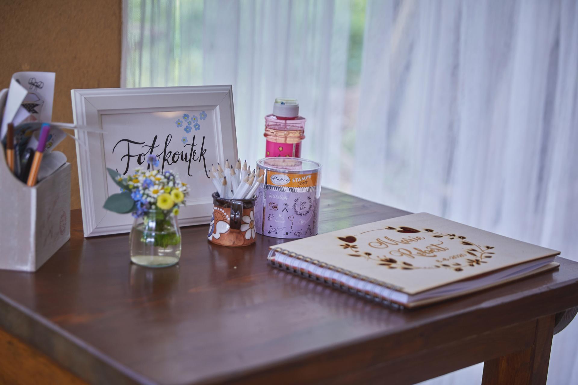 Svatba 6.6.2020 - Fotokoutek s knihou hostů.  Fotokniha: Katuans