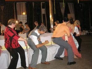 stoličkový tanec, ešte väčšia